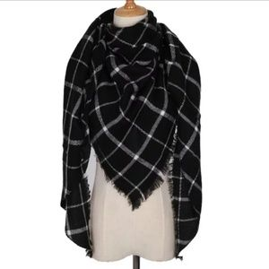 Black and white triangle blanket scarf